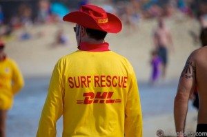 Un Surf Lifeguard mais sponsorisé par DHL lol
